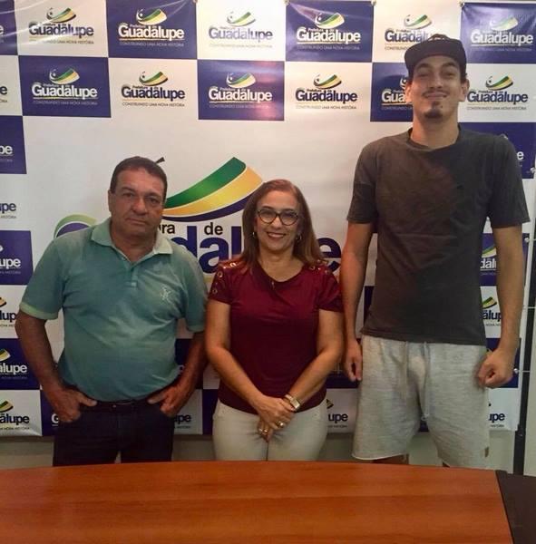 A Prefeita de Guadalupe Neidinha Lima, acompanhada do Secretário de Cultura, Turismo, Desporto e Laz