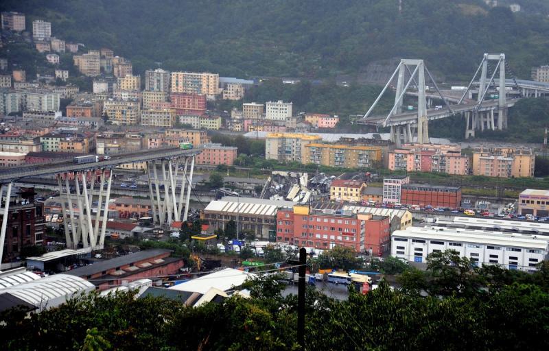 Ponte desaba com veículos e deixa 22 mortos na Itália