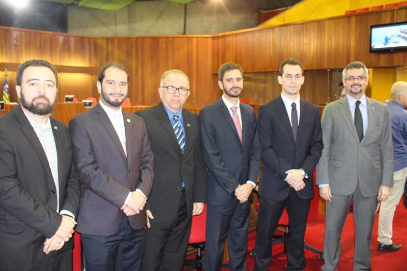 Sessão solene em homenagem ao dia do advogado é dirigida por Dr. Pessoa na Alepi