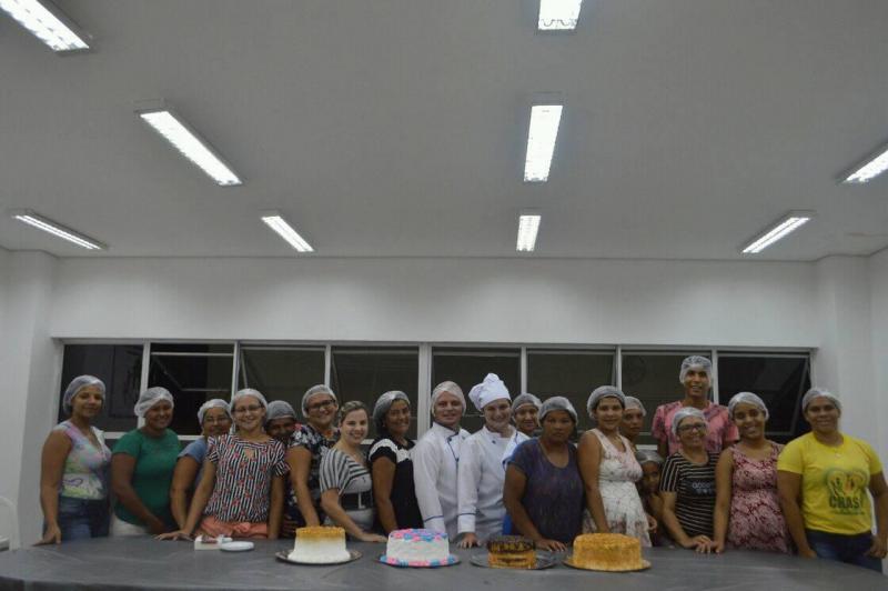 SEMDAS promove curso de confeitaria em Floriano