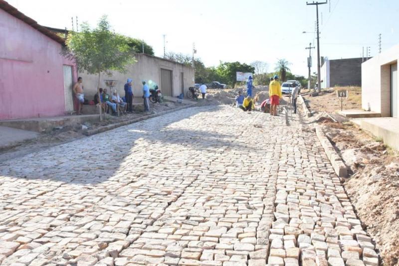 Obras de implantação de pavimentação poliédrica têm início em Floriano