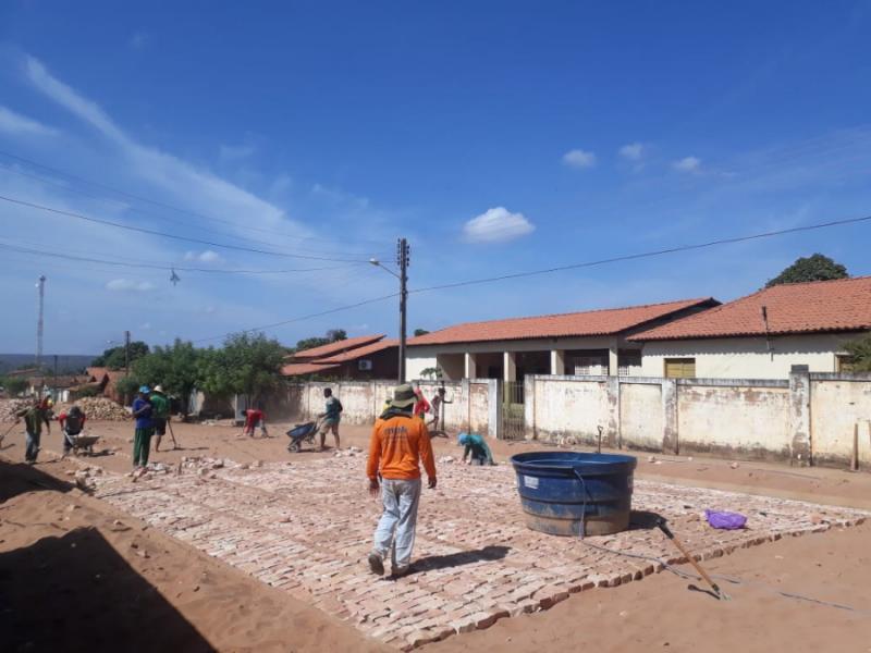 Prefeitura de Landri Sales inicia mais obras de pavimentação em paralelepípedo nas ruas do município