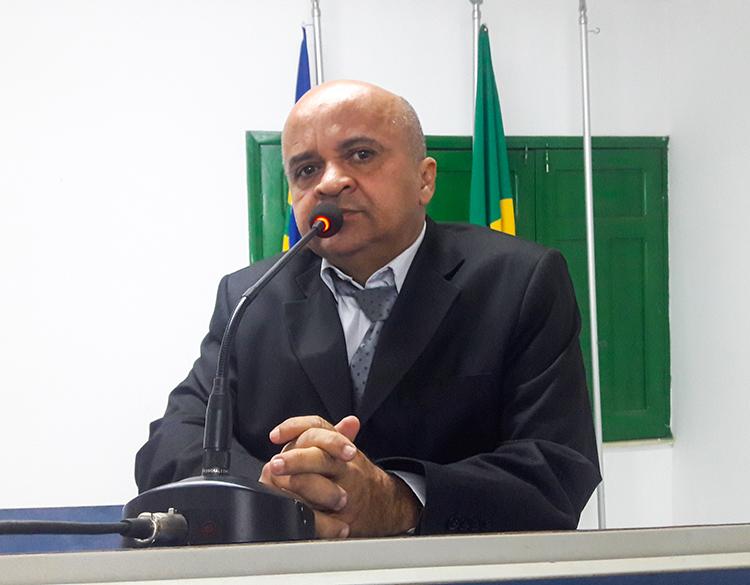 Vereador Sérvulo Carvalho faz duras críticas a secretária de educação de Uruçuí