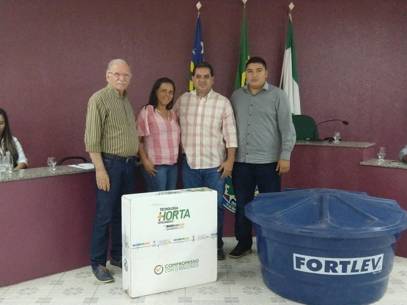 Demerval Lobão | Prefeito e secretário entregam kits de irrigação a produtores rurais. Veja!