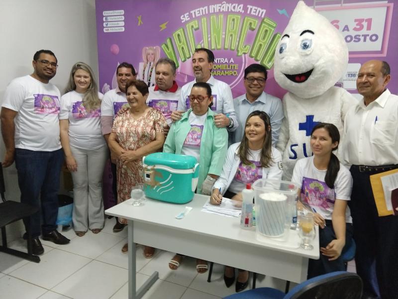 Ministro da saúde visita Demerval Lobão para abertura do dia nacional de campanha de vacina