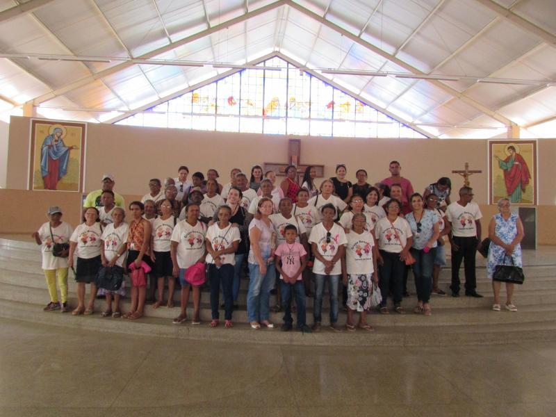 Prefeitura municipal de Lagoinha do Piaui realiza passeio com idosos a santa cruz dos milagres
