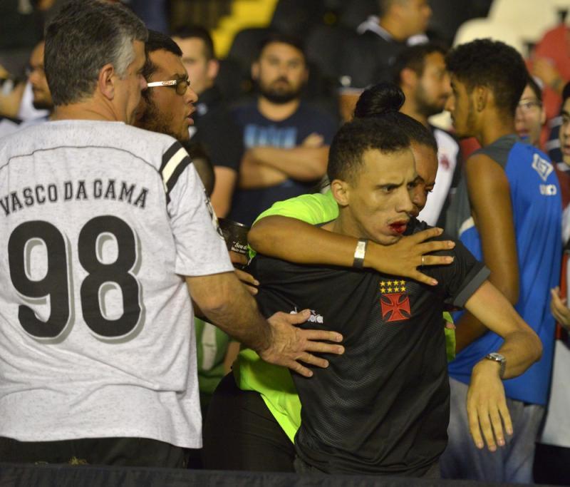 Torcedor é agredido em São Januário após xingar Eurico Miranda