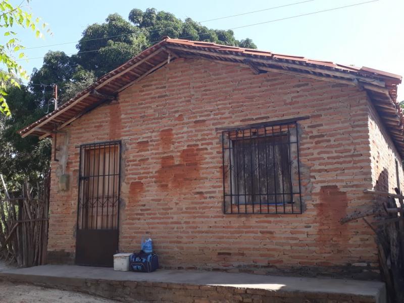 Por um bom preço, encontra-se à venda uma casa em Porto/PI