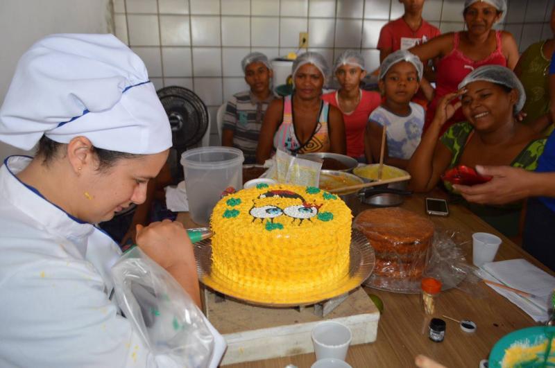 Secretaria de Desenvolvimento e Assistência Social promove curso de confeitaria