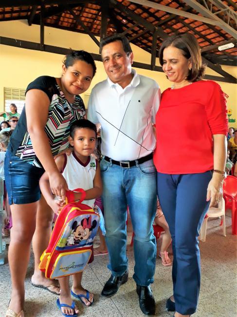 Prefeitura Municipal distribui kits escolares para alunos da Educação Infantil
