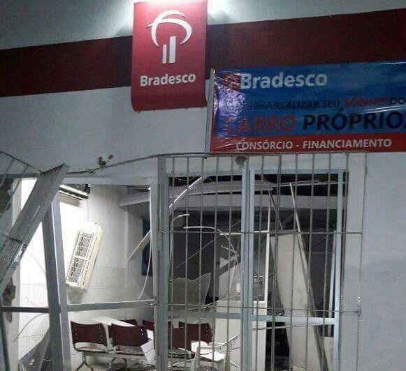 Criminosos explodem agência do Bradesco de Monsenhor Gil