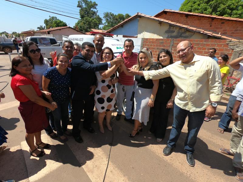 Prefeitura entrega nova ambulância para Hospital de Altos