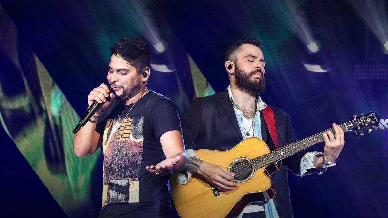Jorge e Matheus se desentendem no palco durante show; vídeo