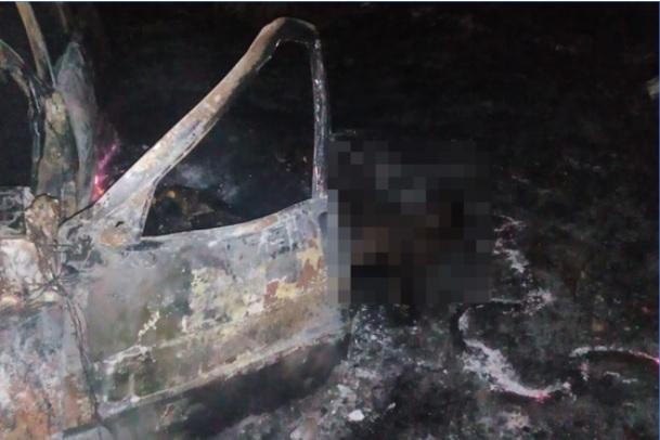 Homem morre carbonizado após colisão entre carro e caminhão no Piauí