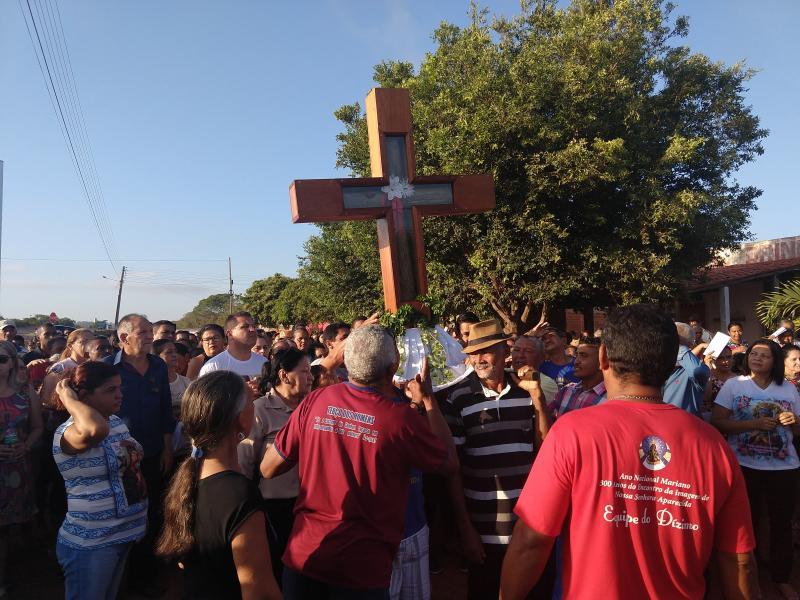 Fé e emoção marcam a chegada de Santa Cruz dos Milagres em Demerval Lobão