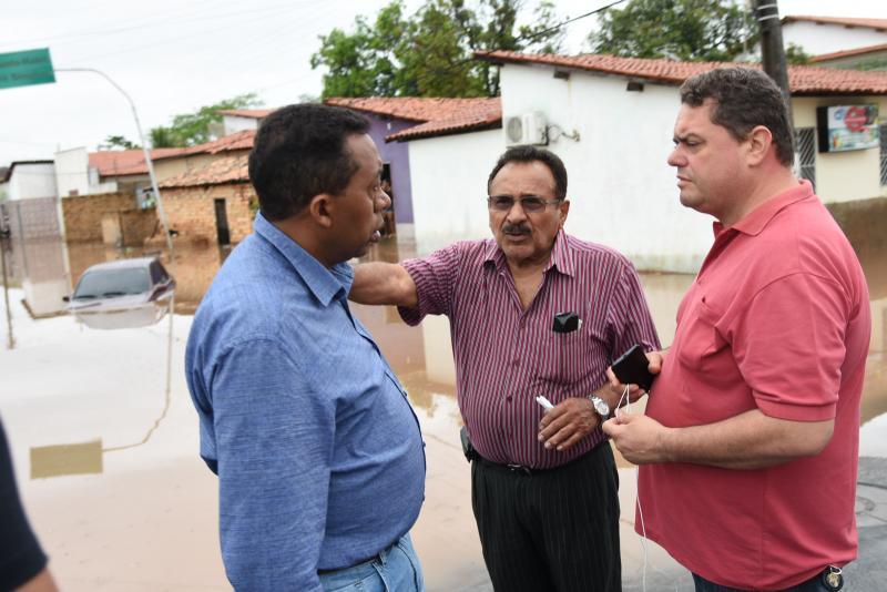 Após forte chuva, prefeito Joel Rodrigues reúne equipe para discutir medidas emergenciais