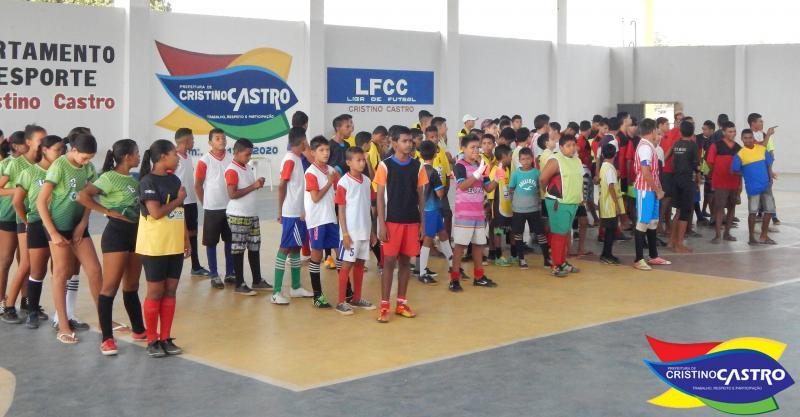 Prefeitura em parceria com Departamento de Esporte e LFCC, realizaram o campeonato estudantil