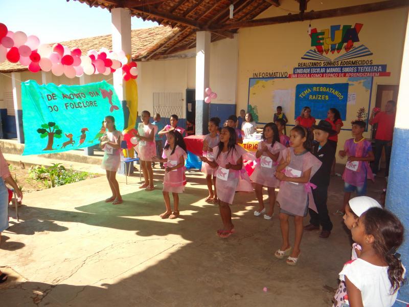 Anexo C.M. Davina Veloso realiza culminância de projeto sobre o Folclore