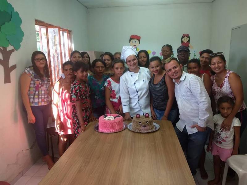 CREAS sedia curso de confeitaria em Floriano