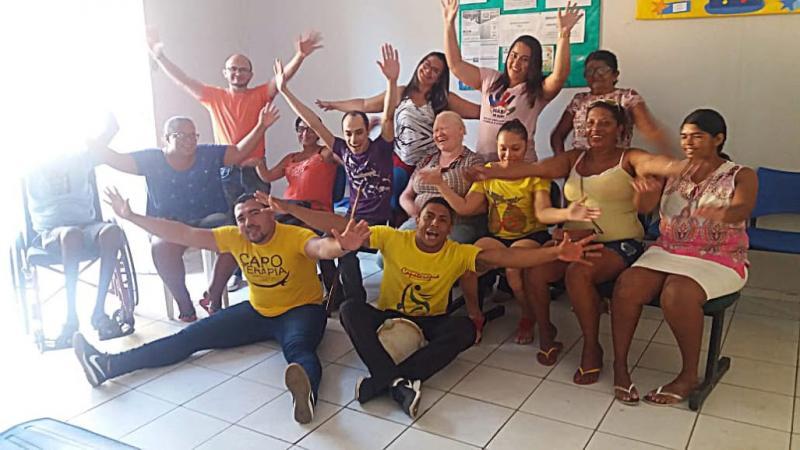 Portadores de necessidades especiais participam de atividade de Capoterapia