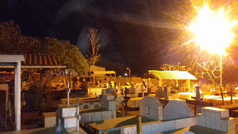 Prefeitura de Landri Sales faz a iluminação do cemitério público