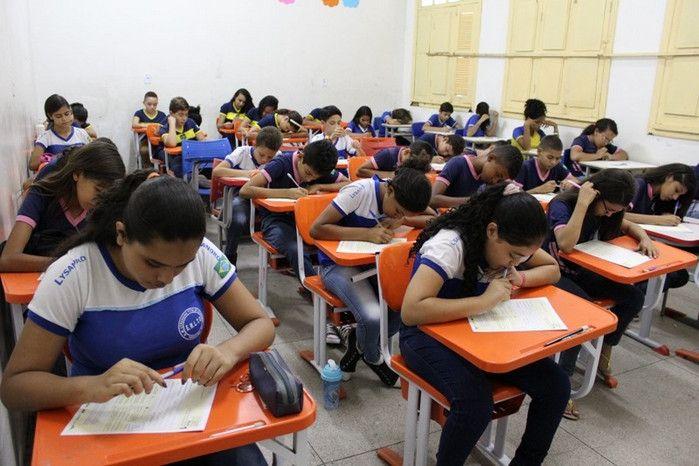 Mais de 70% dos alunos do ensino médio não sabem Português e Matemática