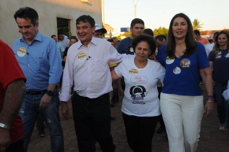 Wellington Dias é recebido em meio a protesto em município do Piauí