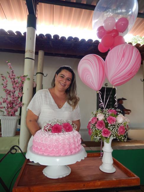 Empresária reúne amigos e familiares em seu aniversario
