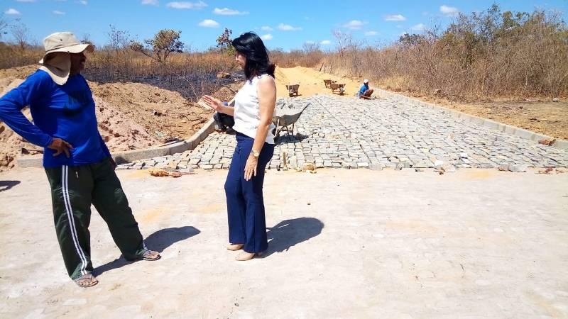 Prefeitura de Valença do Piauí realiza a construção de calçamentos