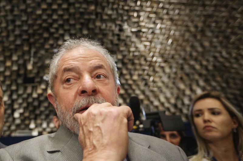 PT vai ao Supremo para adiar a saída de Lula