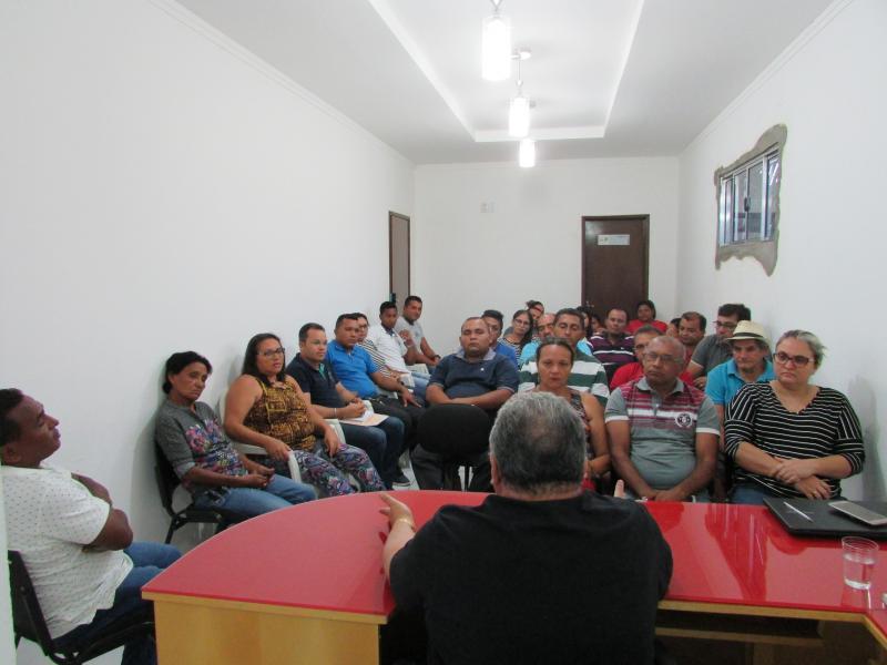 Prefeito Municipal Dr. Alcione realiza reunião com equipe de governo