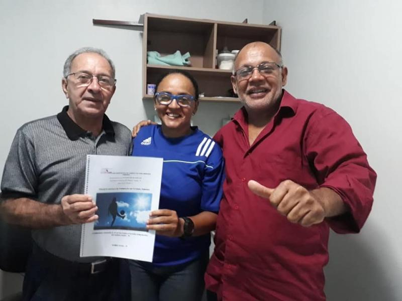 Prefeito recebe projeto de formação e inclusão do esporte feminino