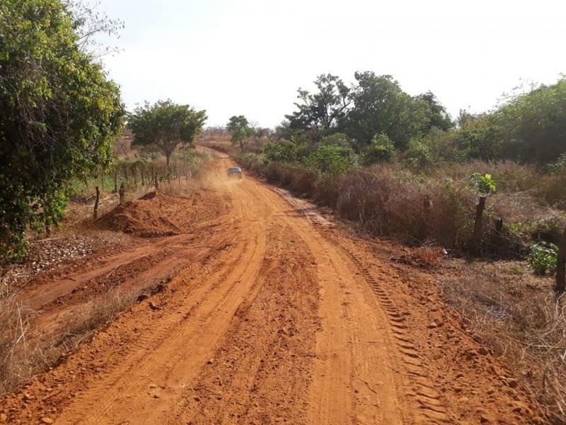 SEMIFRA recupera estrada que liga a Comunidade Simplício ao Calumbi