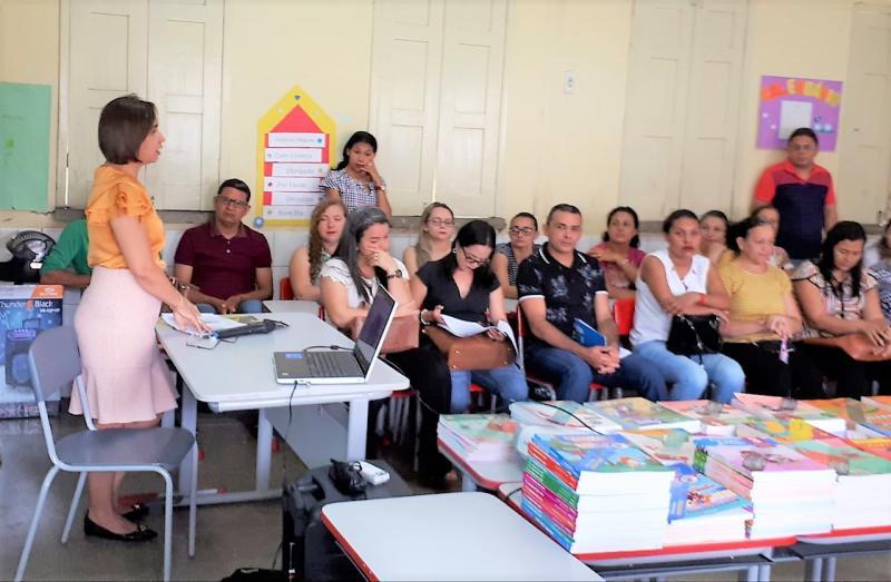 Escolas municipais reúnem-se para escolha do livro didático – PNLD 2019
