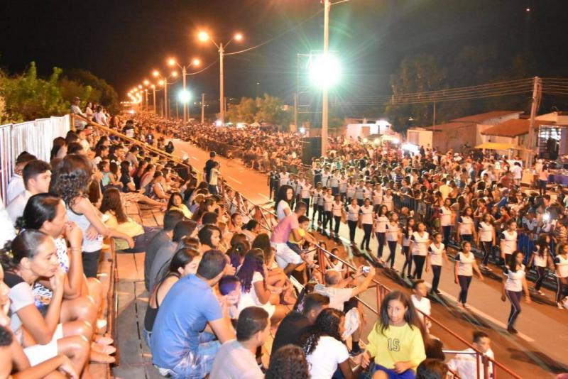 Desfile Cívico encerra Semana da Pátria com grande público em Floriano