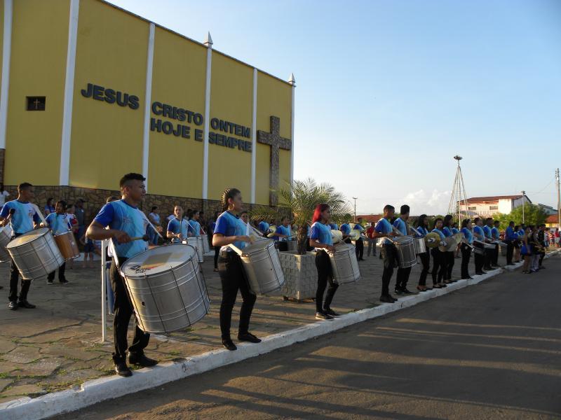 Desfile cívico reúne multidão em Matias Olímpio
