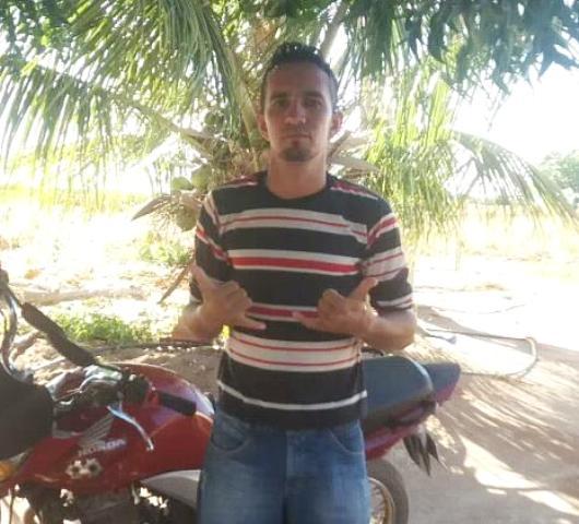 Jovem morre após colidir motocicleta em veículo no Piauí