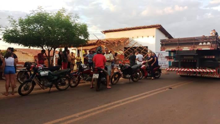 Motociclista fica gravemente ferido ao colidir moto em bar no Piauí