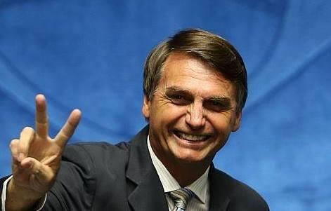Após facada, Bolsonaro sobe para 30% e lidera isolado