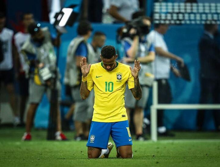 Neymar e mais cinco brasileiros são indicados ao prêmio de seleção do ano