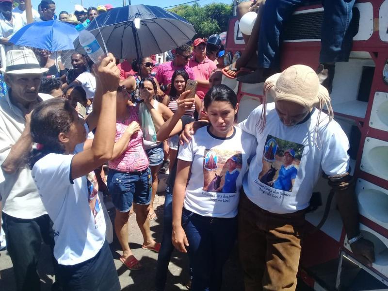 População faz protesto e pede justiça por jovem morto por PM no Piauí