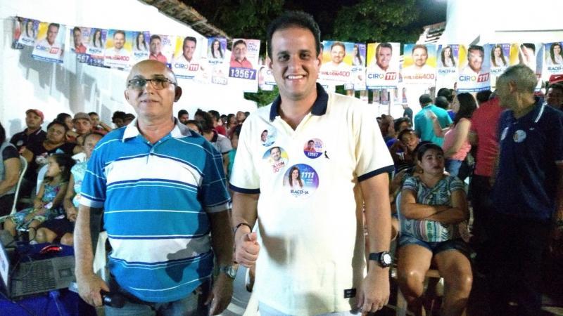 Diego Teixeira é recebido por grande público em reunião após Vitória