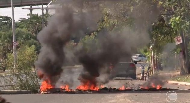 Lavadores de carro fazem manifestação em Teresina