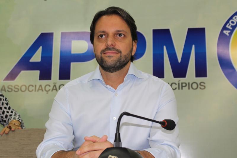 Ministro assina ordem para construção residencial em Teresina