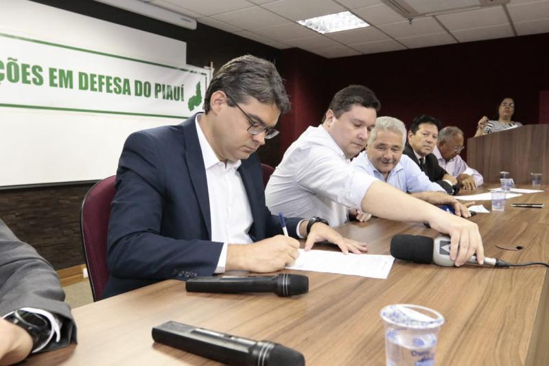 Candidatos da oposição assinam manifesto cobrando explicações do governo