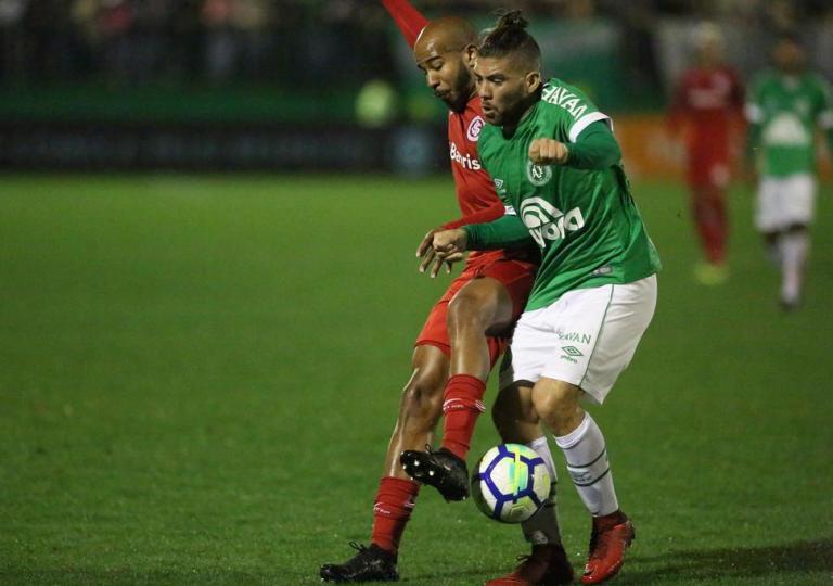 Chape vence Inter de virada e deixa zona de rebaixamento