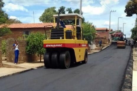 Ruas de São Pedro do Piauí recebem asfalto