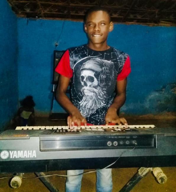 Conheça a história do piauiense deficiente visual apaixonado pela música