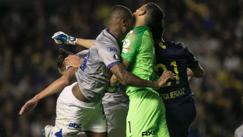 Após choque com Dedé, Boca Juniors confirma fratura no maxilar de Andrada