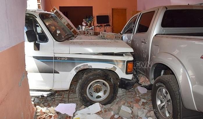 Motorista perde controle do carro e invade casa no Piauí